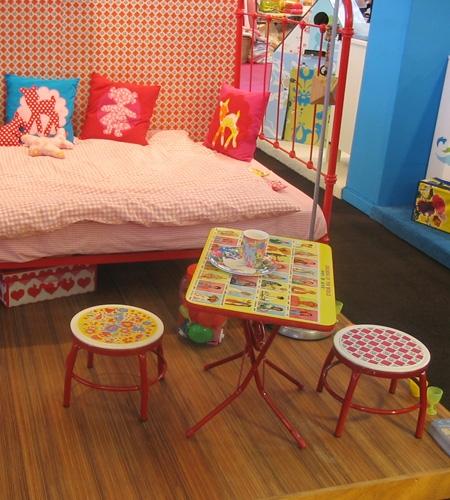 Plexwood® 9 Months Fair baby showroom flooring planks of standing ocoumé glued layers of veneer plywood