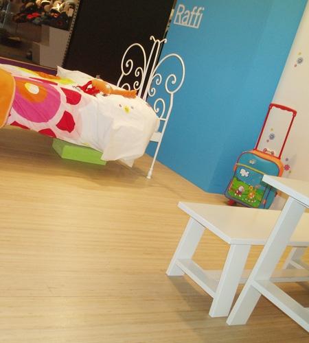 Plexwood® Feira 9 Meses, quarto de bebé conceptual pavimentado com soalho flutuante de contraplacado de okoumé transformado lateralmente folheado