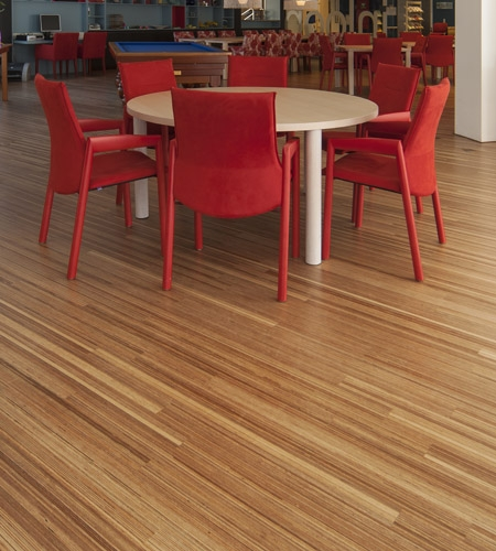 Plexwood® Avondzon Elderly Care Home detail of a fineline meranti solid edge-ply floor with table and chairs
