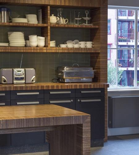 Plexwood® Hotel de Assistência De Wartburg, armários interiores da cozinha e mesas em contraplacado decorativa lateralmente folheado colado de meranti