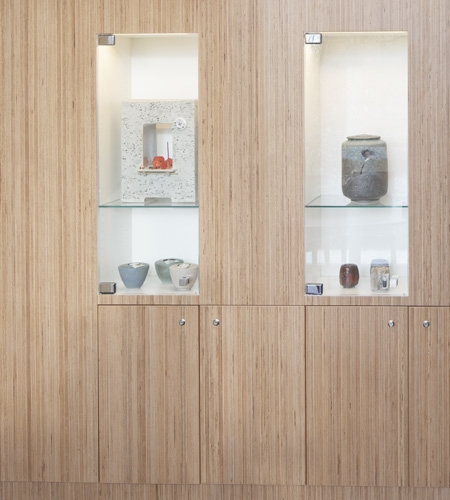 Plexwood® De Nieuwe Ooster bespoke display wall with storage of smart birch sandwich plywood composite