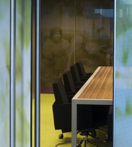 Plexwood® DOK Public Library office table detail in metal frame with meranti gluing-up ply veneer surface