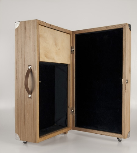 Plexwood® HOUTd open detail of a wooden honeymoon travel case in birch cross-banded architectural plywood veneer