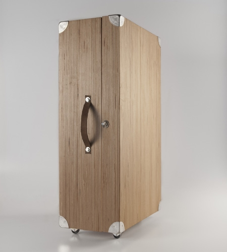 Plexwood® HOUTd detail of a wooden honeymoon travel case with mirror in birch sliced-up re-designed plywood