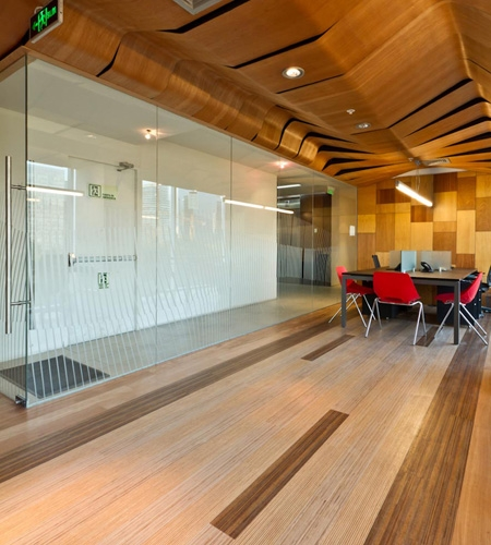 Plexwood® Infodema and Rebest showroom solid short and long grain mixed surface veneer wood showroom floor