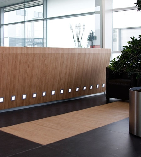 Plexwood® Koppert Machines reception desk with inlay flooring in beech modern chic design paneling en parquet