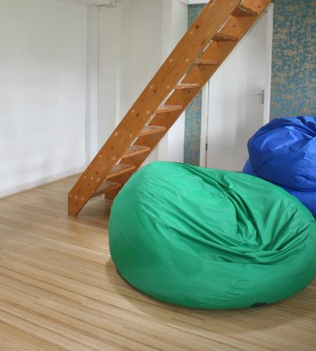 Plexwood® Movement marketing agency floor in high-end noble design veneer, detail with beanbags
