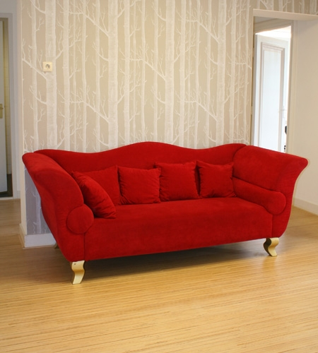 Plexwood® Movement marketing agency floor detail with red couch in solid birch reconstructed plywood