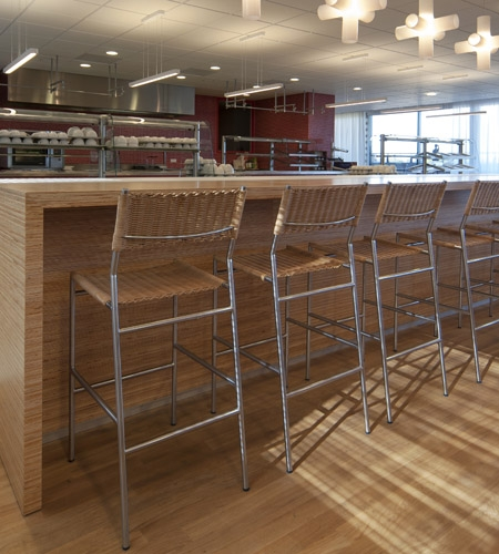 Plexwood® Menzis lunchroom bar counter in pine reconstructed hardwood veneer plywood