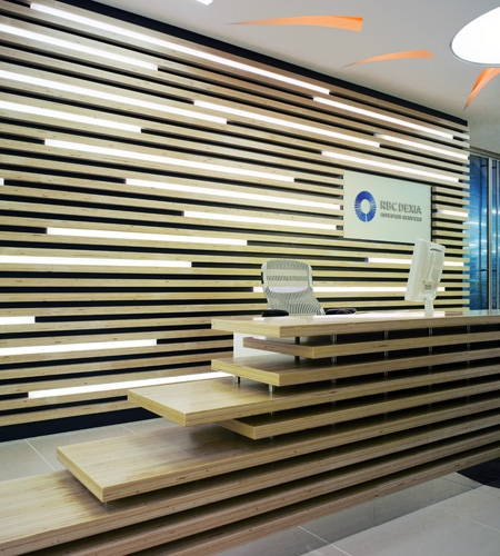Plexwood® RBC Investor Services bank reception detail with relief wall in poplar contrariwise glued and pressed veneer ply