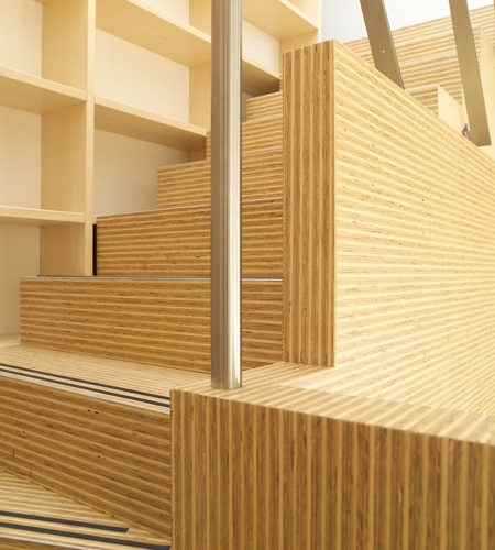 Plexwood® Rietveldplan residence staircase threads with wall detail in deal glued-up standing plywood