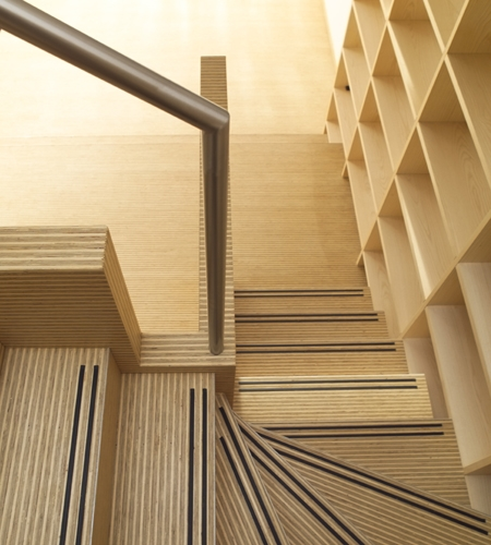Plexwood® Rietveldplan living room staircase threads with floor detail in deal end-grain plywood veneer