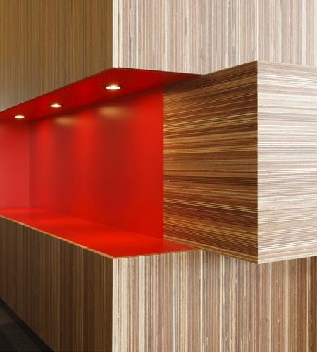 Plexwood® Rutges receptie detail van meranti kopshout en langshout multiplex toplaag fineer panelen