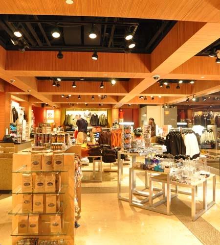 Plexwood® Sands Casino gift shop overview with ocoumé short edge grain plywood veneer sheets