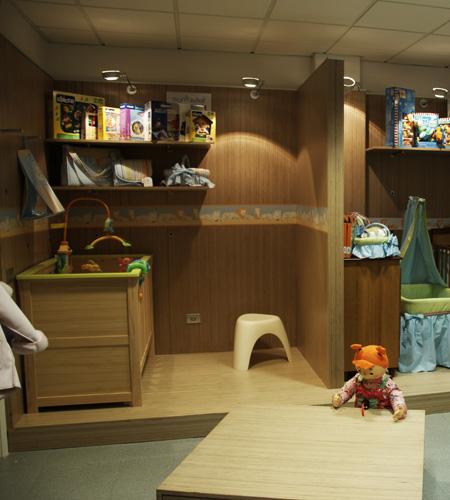 Plexwood® Ta Ti Top concept baby kamer vloer, tafel en wand van berken gedraaid multiplex fineer