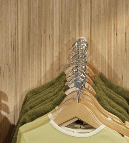 Plexwood® Ta Ti Top lamellenwand display detail van berken omgekeerd verlijmd multiplex fineer