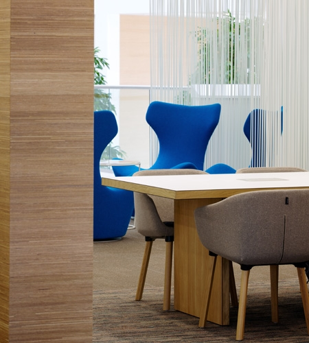 Plexwood® Co-op Group wall divider detail in oak short grain and long grain surface veneer