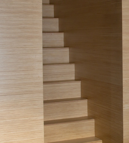 Plexwood® Villa Polder private home staircase detail in pine/ocoumé engineered edge-grain veneer panels