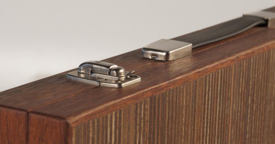 Plexwood® Berculo backgammon détail serviette en coin de l'ingénieurie vernis et couche de contreplaqué en Méranti