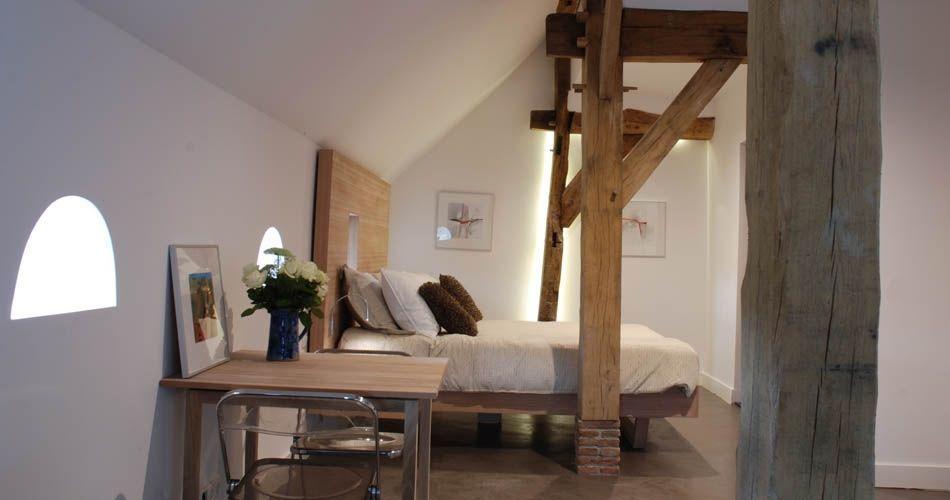 Plexwood® Bed & Breakfast 'De Vijf Suites' bed with side-tables in cross-banded ocoumé veneered plywood