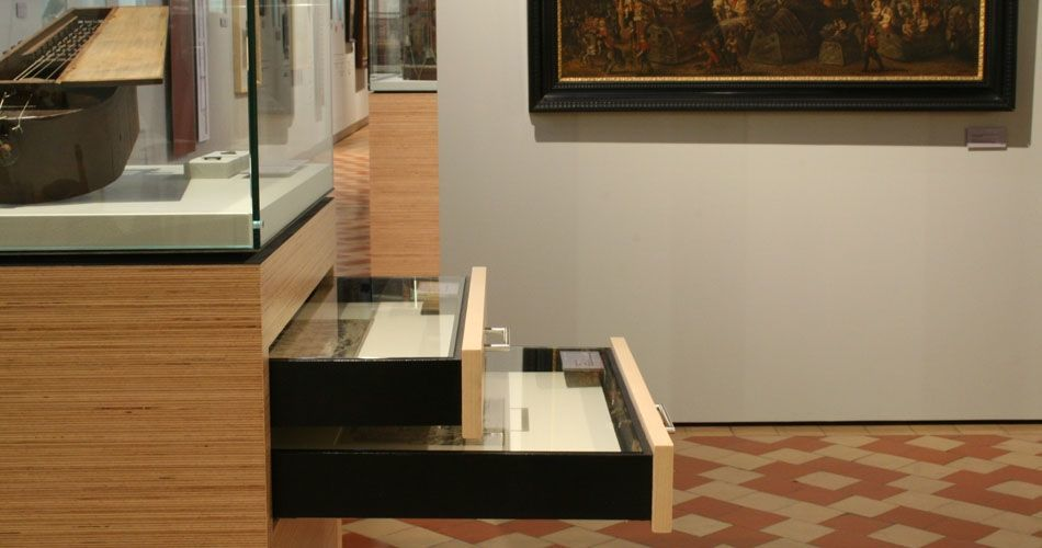 Plexwood® Museum Vleeshuis cabinet with two opened drawers in beech quartersawn plywood veneer boards