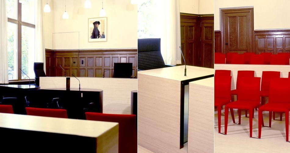 Plexwood® Nijmegen kantongerecht modern op maat gemaakt houtwerk parketvloer, scheidingswand, bureaus en banken