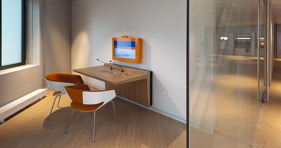 Plexwood® Rabobank engineered parquet floor and wall-mounted computer desks in pine-ocoumé turned plywood