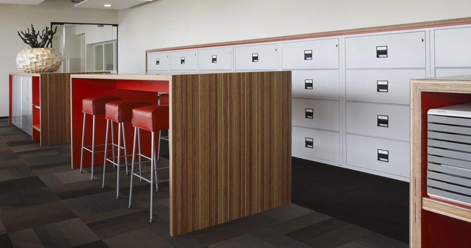 Plexwood® Rutges kantoor tafels en kast van meranti gelamineerde multiplex fineer panelen