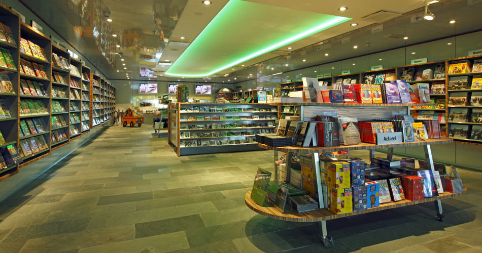 Plexwood® Institute for Sound and Vision gift shop fixtures in meranti short end plywood veneer