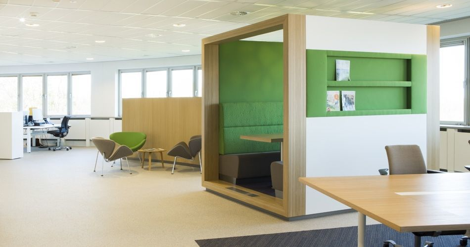 Plexwood® State Forest Management (Staatsbosbeheer) open office overview with oak walls, built-in seats and tables