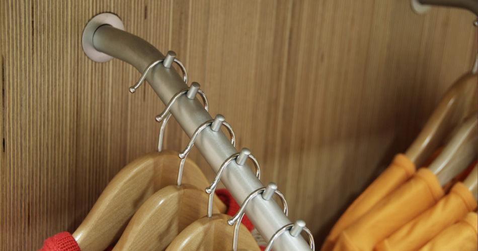 Plexwood® Ta Ti Top detailhandel concept winkel lamellenwand detail met berken gelaagd multiplex finer composiet