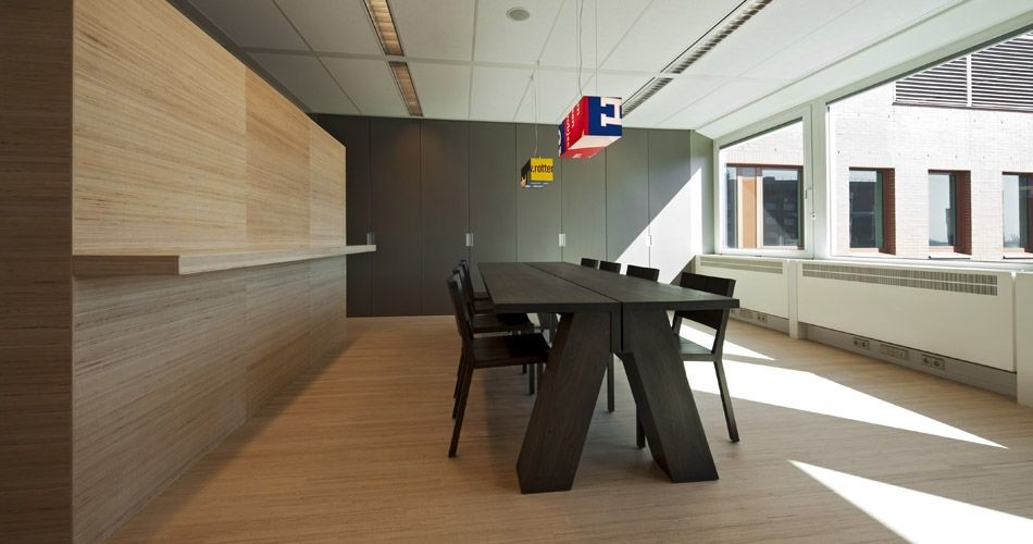 Plexwood® Tax Office and Border Security floor with wall and standing table in beech topsy-turvy plywood edges