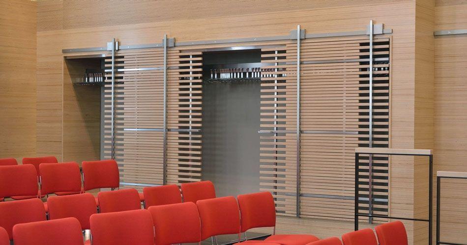 Plexwood® WBG Erfurt, armário guarda-roupa integrado com portas de correr vazadas semitransparentes de contraplacado de faia lateralmente folheado