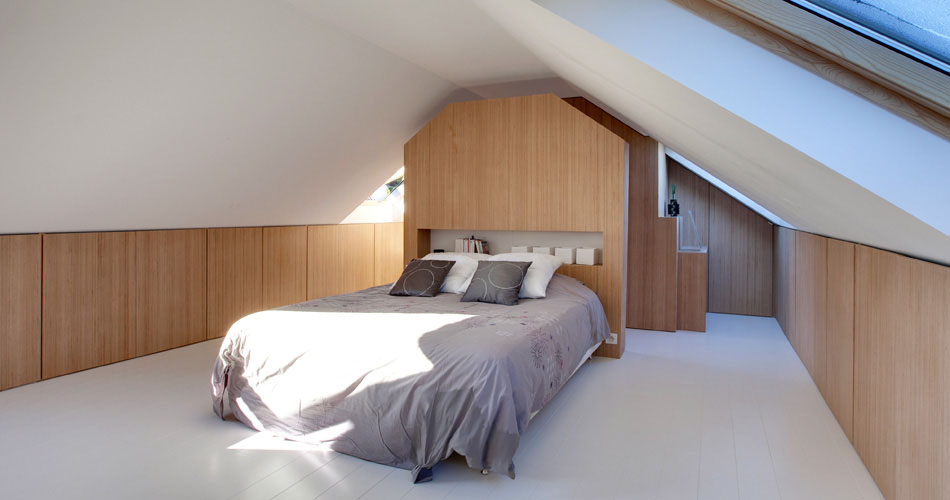 Plexwood® Andrea Mosca, attic bedroom design with Plexwood - Beech, closets, dividing walls and cabinet doors